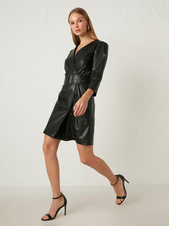 BLACK - Double Breasted Collar Leather Look Belt Dress - 0WCD82Z8
